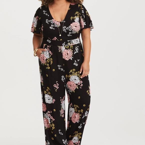 45e4399c1aa5 TORRID Floral Wide Leg Challis Jumpsuit. M 5b71f01b9fe486b6cfdea213